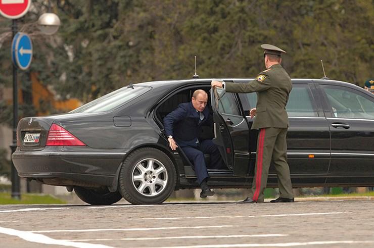127334 05/07/2006 Russia's President Vladimir Putin arrives to Ivanovskaya Square, Kremlin, for a military parade on the Presidential Regiment 70th establishment anniversary Sergey Guneev/RIA Novosti