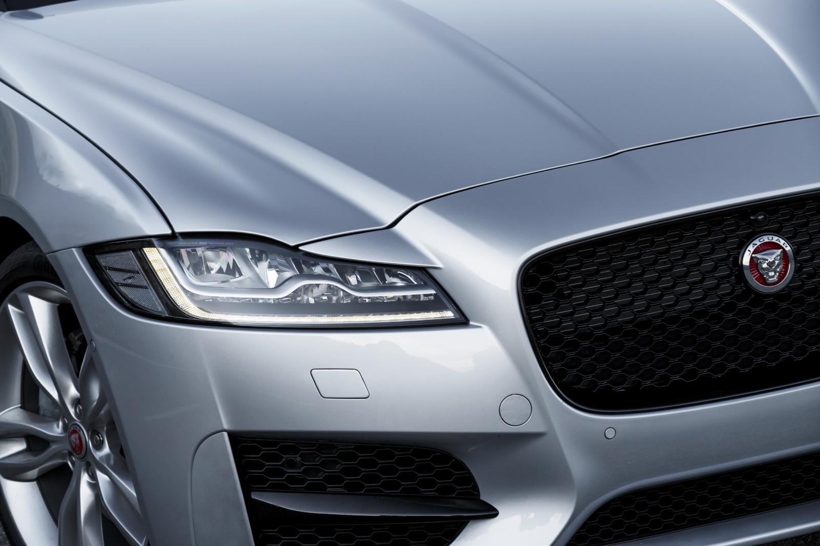 2016-jaguar-xf-led-headlamps-close-up