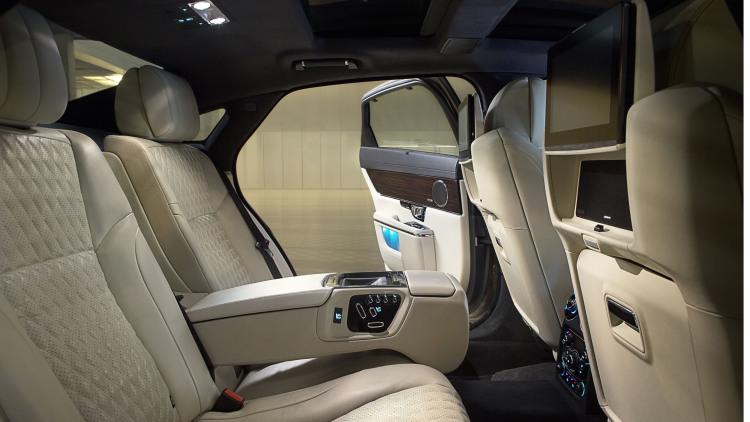 jag-xj-portfolio-interior-image-1590615-05-111029-1