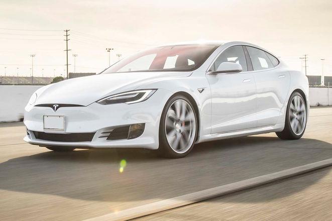 2017-Tesla-Model-S-P100D-front-three-quarter-in-motion-04-e1486420474311