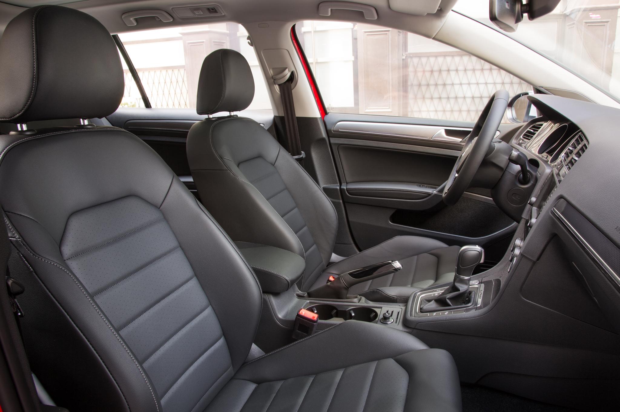 2017-Volkswagen-Golf-Alltrack-interior
