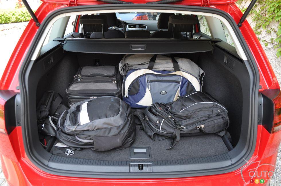 Volkswagen-Golf-Alltrack-2017_013